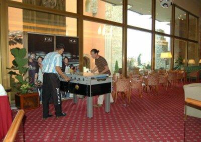 Csocsó asztal a vendégek szórakoztatására a Foci VB idejére - Hilton Hotel - Budapest
