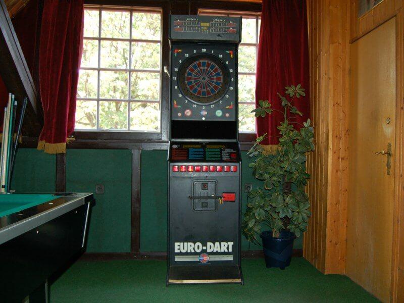 Két népszerű típus közül az egyik az Euro - Darts gép