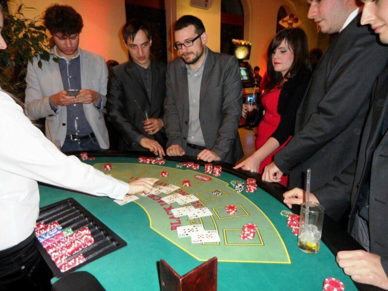 Klasszikus casino játék. Egyszerű és izgalmas program.